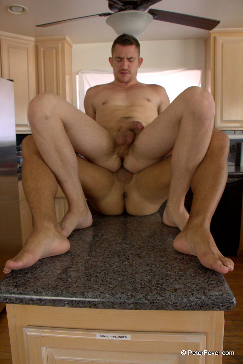 Peter-Fever-Dayton-OConnor-and-Diego-Vena-Amatuer-Muscle-Guys-Fucking-Amateur-Gay-Porn-22 Two Horny Amateur Muscle Buddies Fucking In The Kitchen
