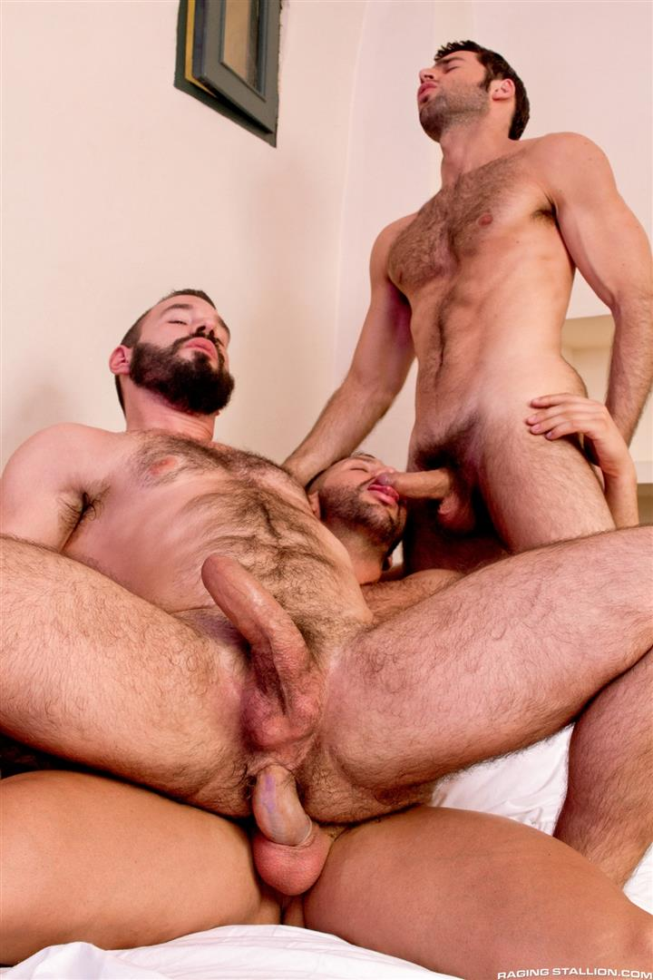Raging-Stallion-Donato-Reyes-and-Dario-Beck-and-Alessio-Veneziano-Hairy-Muscle-Bears-With-Big-Uncut-Cocks-Fucking-Amateur-Gay-Porn-13 Hairy Muscle Bear Hustlers With Big Uncut Cocks Fucking A John